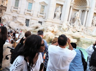 Trevi fountain - Behind the scene